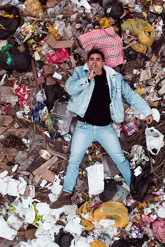 Mensch im Müll - Reinigung einer Messiwohnung in Berlin